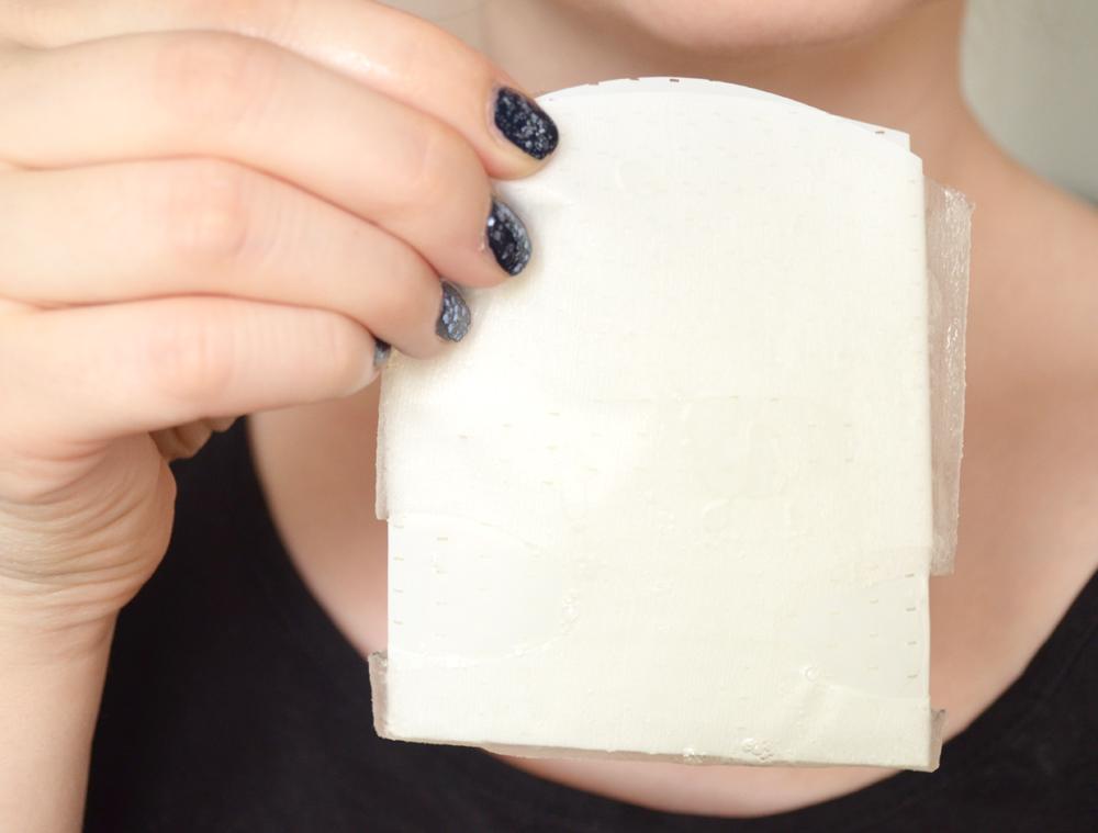 masque-de-tissu-avec-film-plastique