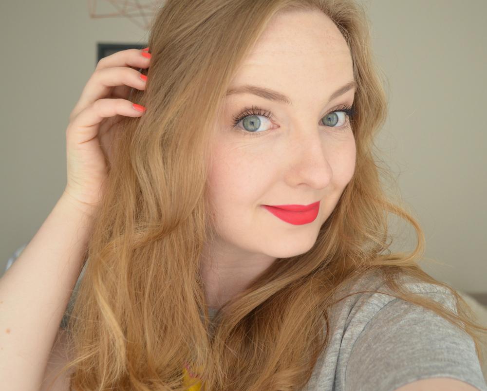 rouleaux-en-mousse-fraise-cheveux-boucles