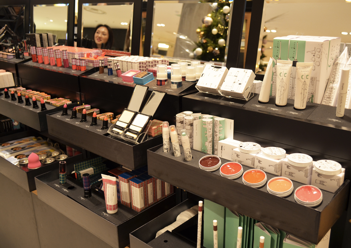 too-cool-for-school-galeries-lafayette-montpellier-stand-beaute-maquillage